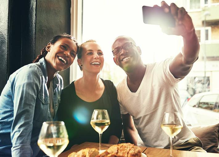 Group-Dining---iStock_80048715.jpg