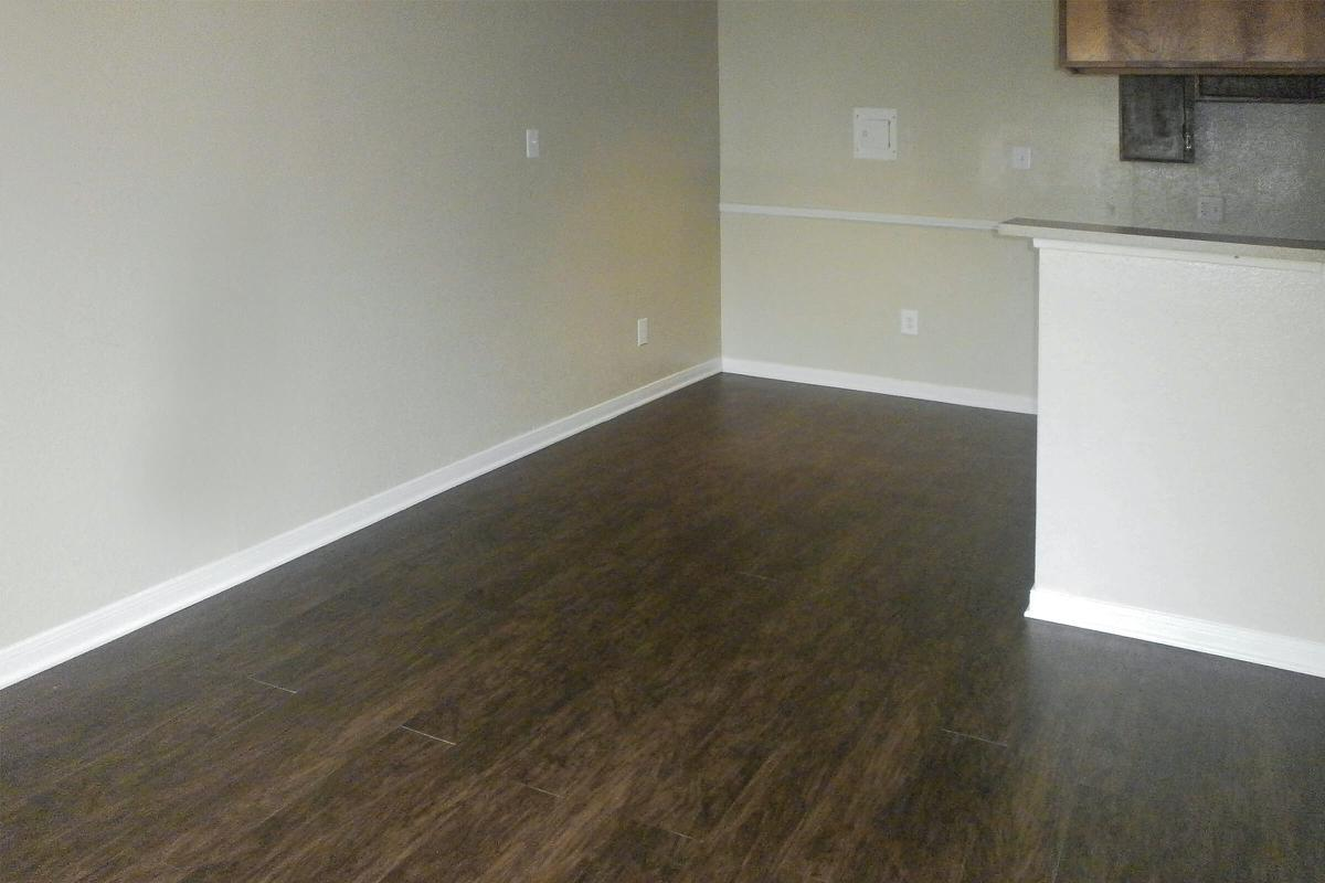 upgraded townhome 001.JPG