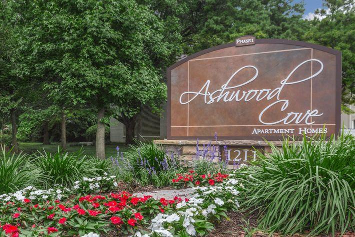 Ashwood Cove Monument Sign