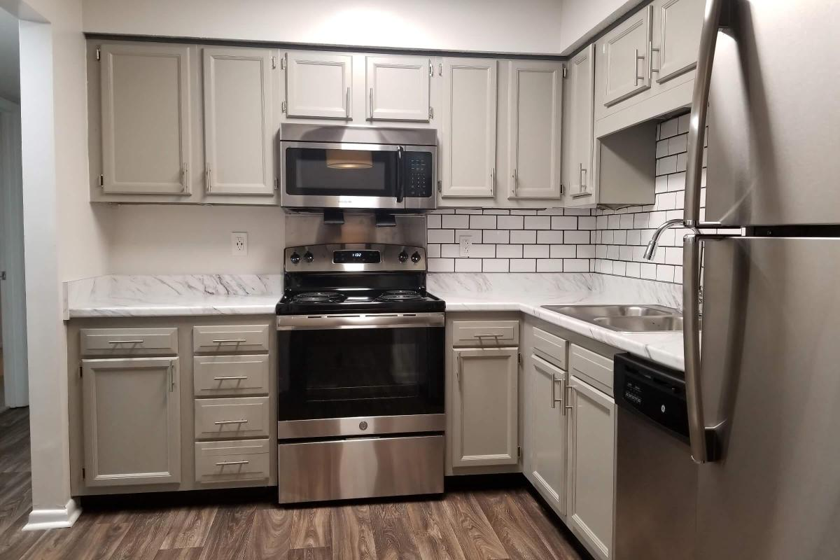 ASHWOOD COVE HAS STAINLESS STEEL APPLIANCES