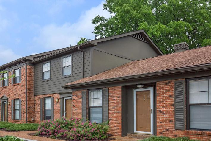 Cottage Style Apartments for Rent Here at the Colony House in Murfreesboro, Tennessee