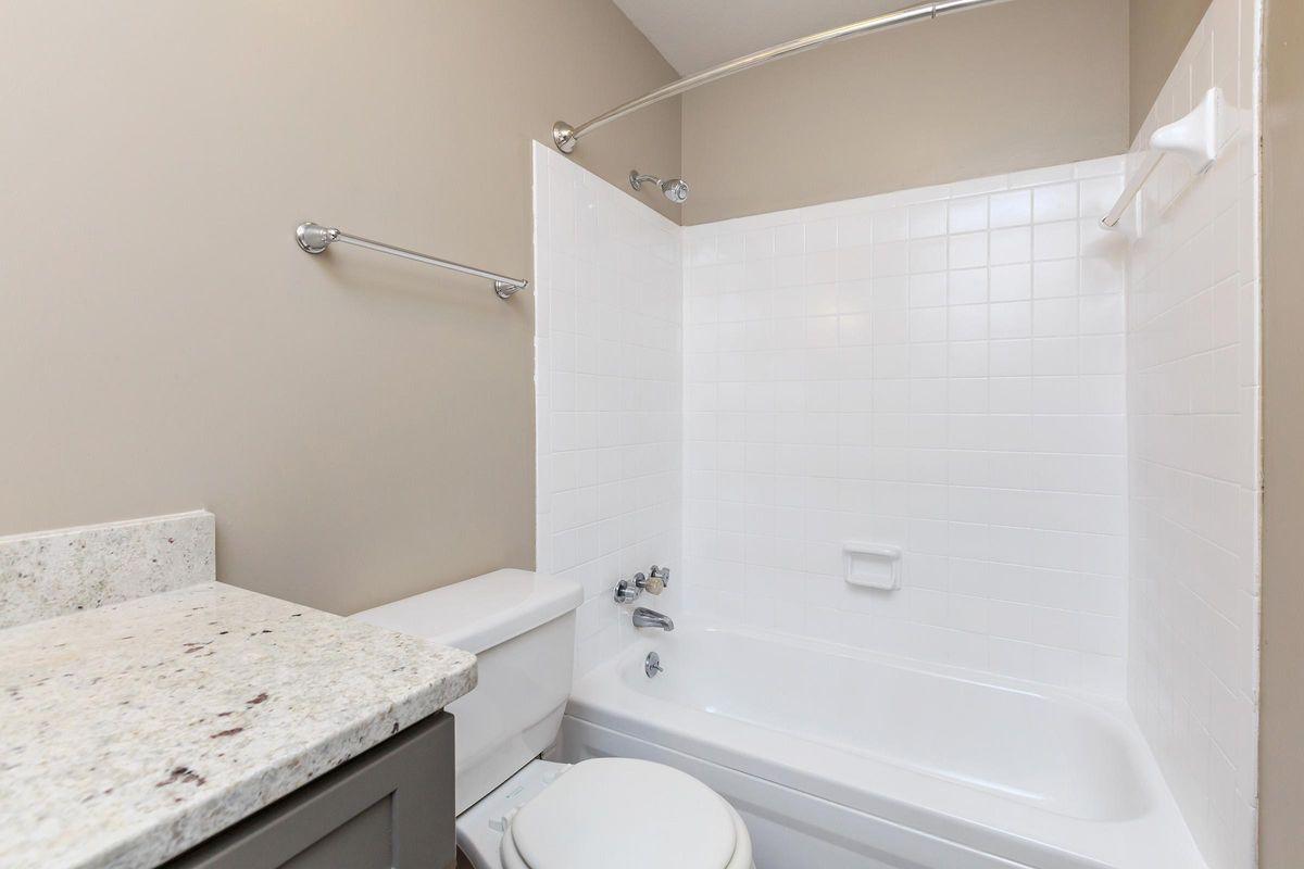Modern bathroom in Murfreesboro, TN