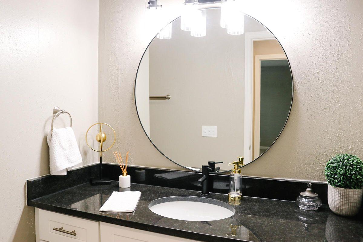 Modern Bathroom in The Washington Apartment