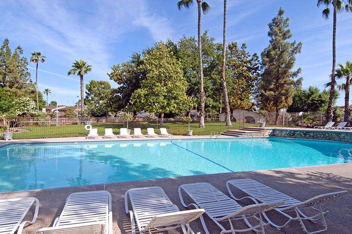 Enjoy those warm California days poolside
