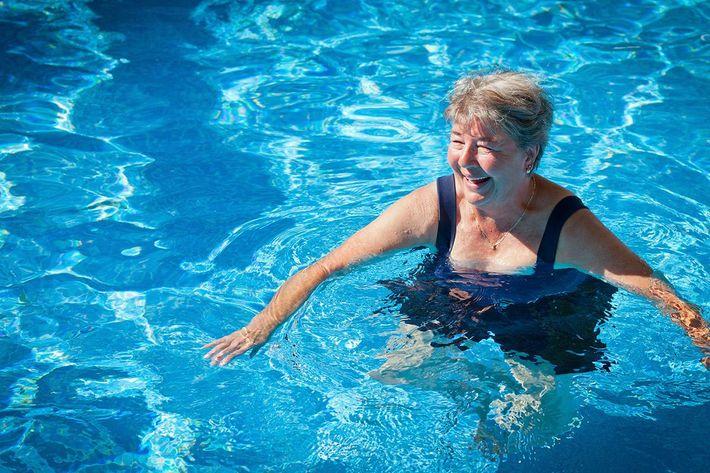 amenities-pool-senior.jpg