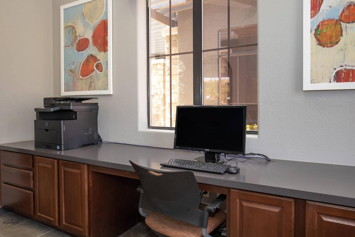 BUSINESS CENTER WITH FAX SERVICES