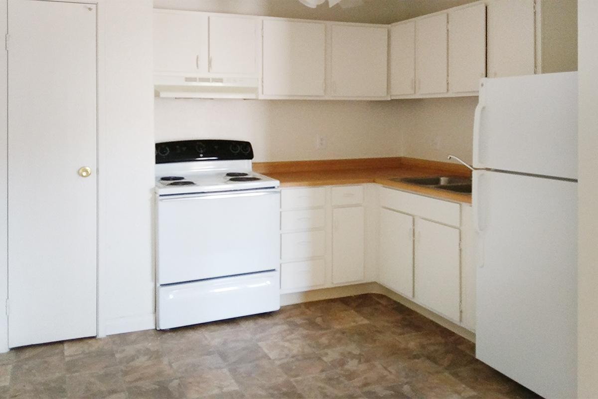 FULLY-EQUIPPED KITCHEN AT WOODHAVEN APARTMENTS IN LAS VEGAS