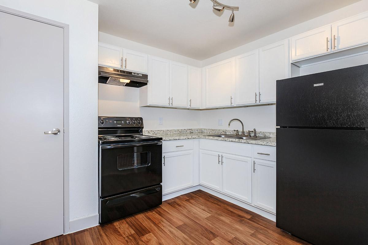 STYLISH KITCHEN AT WOODHAVEN APARTMENTS IN LAS VEGAS