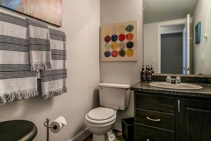 KCM Marketing - 8300_N_Sheridan_Blvd-large-019-23-Bathroom-1500x1000-72dpi.jpg