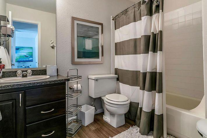 KCM Marketing - 8300_N_Sheridan_Blvd-large-022-21-Bathroom-1500x1000-72dpi.jpg
