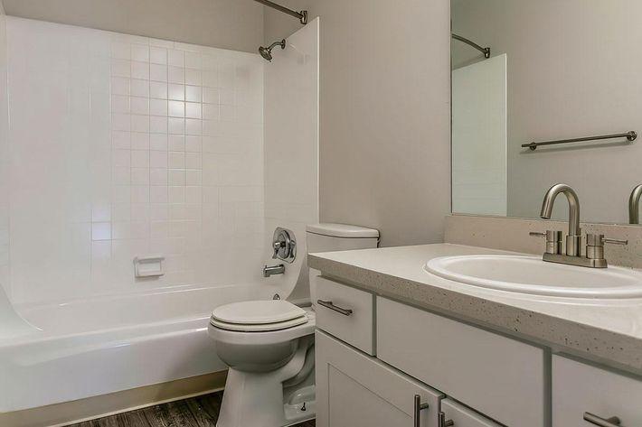 KCM Marketing - 8300_N_Sheridan_Blvd-large-028-24-Bathroom-1500x1000-72dpi.jpg