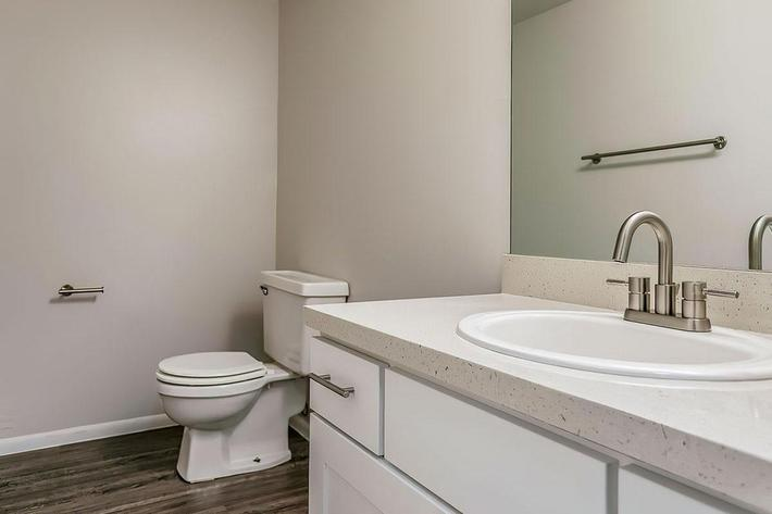 KCM Marketing - 8300_N_Sheridan_Blvd-large-032-32-Bathroom-1500x1000-72dpi.jpg