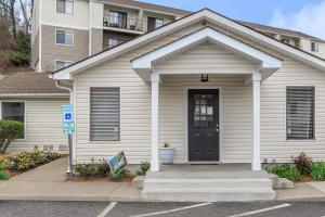 Professional on-site management at Hickory View Apartments