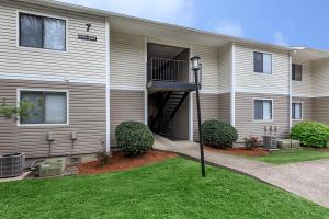 Start living here in Nashville, TN at Hickory View Apartments