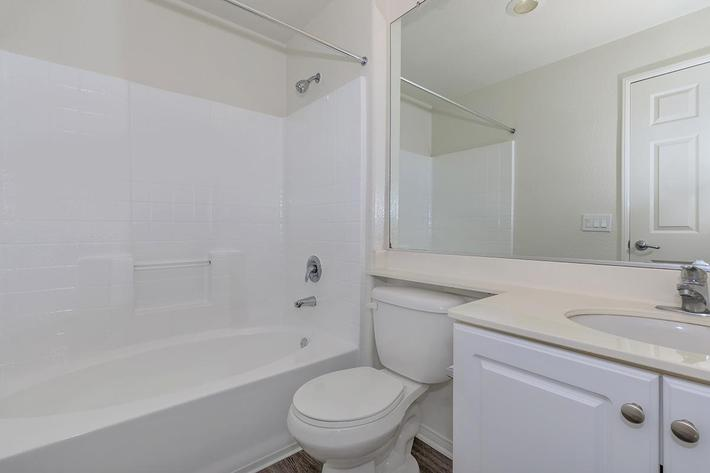 04c Master Bathroom.jpg