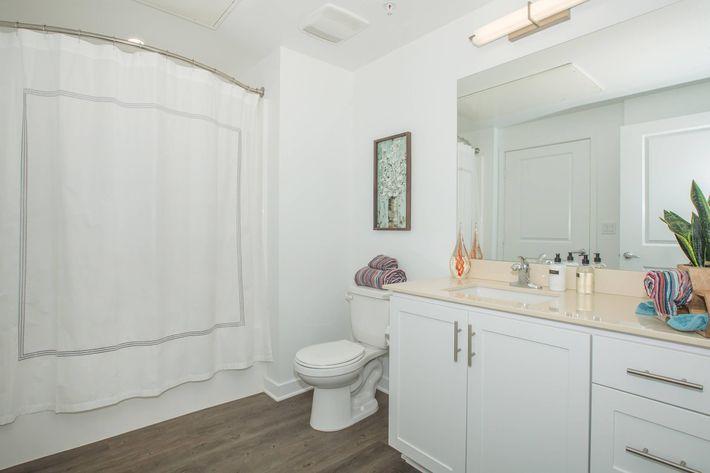 06a Second Bathroom.jpg