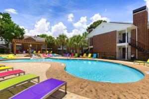 ENJOY A RELAXING LIFESTYLE IN SUNNY HOUSTON, TEXAS