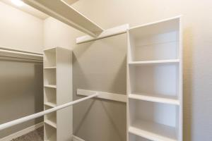 AMAZINGLY WELL-DESIGNED WALK-IN CLOSETS
