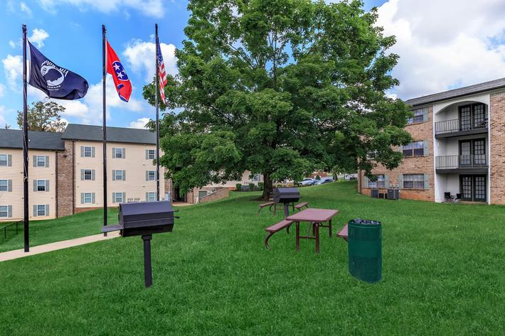 Picnic and barbecue area here at Eagles Crest at Jack Miller in Clarksville, Tennessee