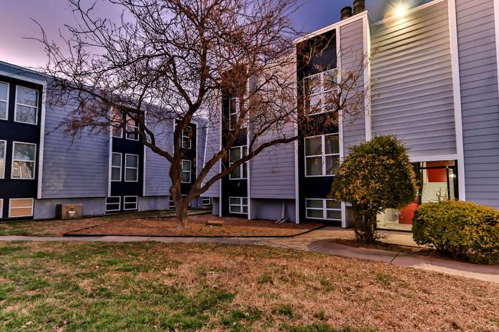 College Pointe Apartments-101.jpg