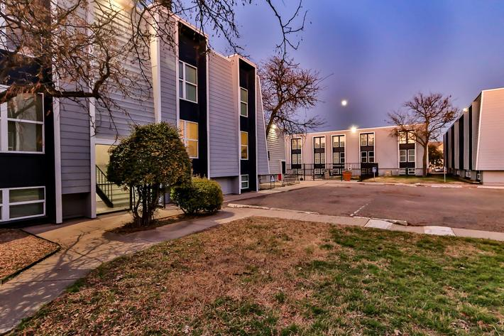College Pointe Apartments-103.jpg