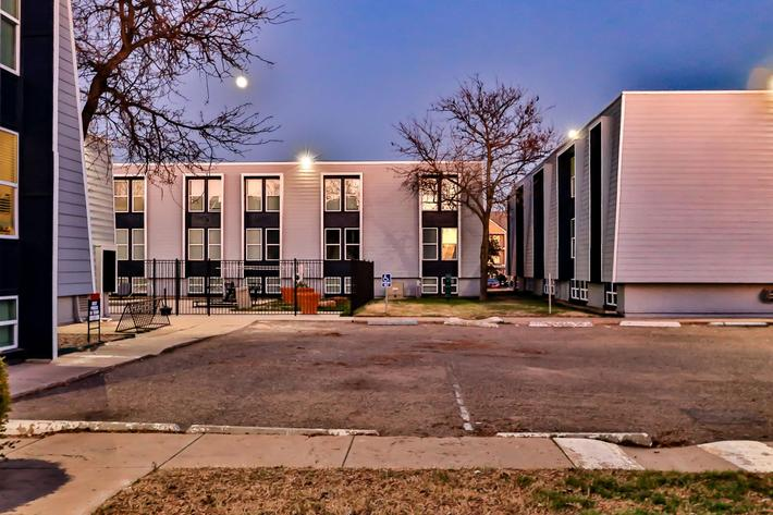 College Pointe Apartments-105.jpg