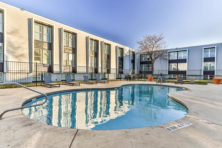 The Pointe Apartments shimmering swimming pool