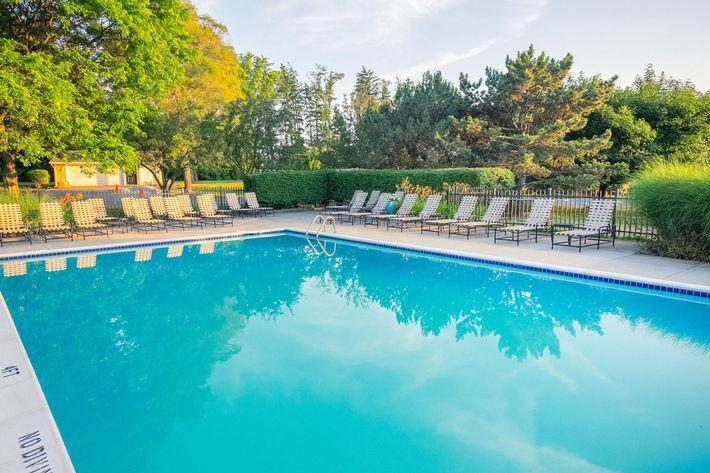 Spring Valley Farmington Hills MI - Pool 2.jpg