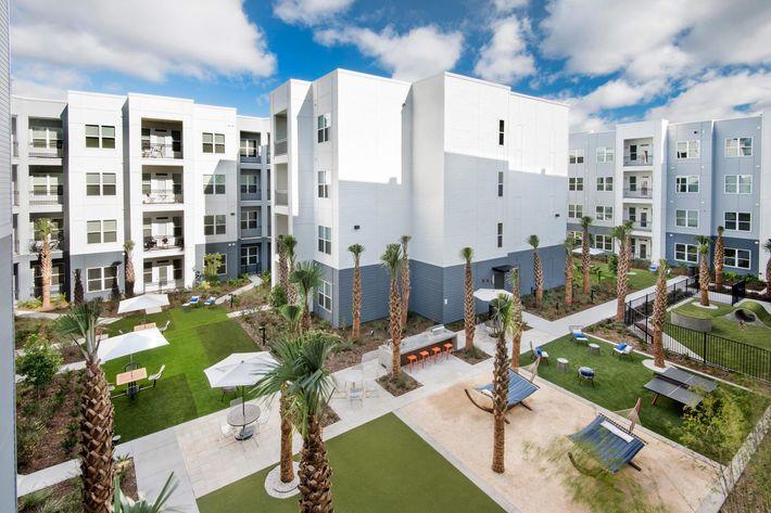 Courtyard 02.jpg
