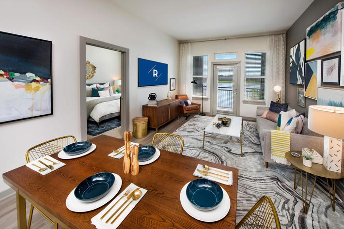 Model Dining Room 01.jpg