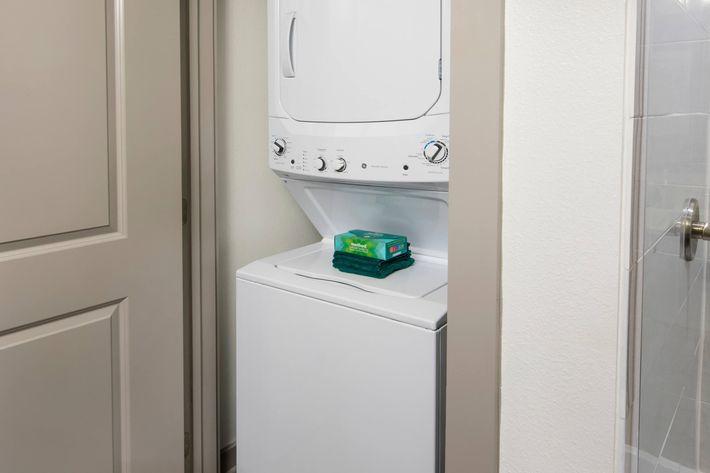 Model Washer Dryer 02.jpg