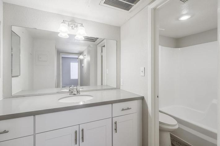 2140 W Thunderbird Rd Phoenix-large-022-26-Bathroom-1500x999-72dpi.jpg