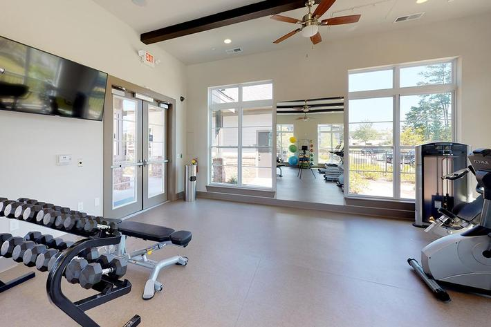 One-White-Oak-Fitness-Center-Photo-3.jpg