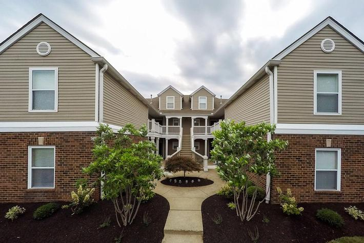 Fenwick Place Apartments in Louisville, KY - Exterior 03.jpg