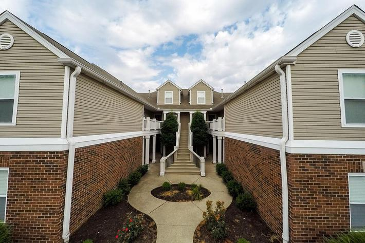 Fenwick Place Apartments in Louisville, KY - Exterior 04.jpg