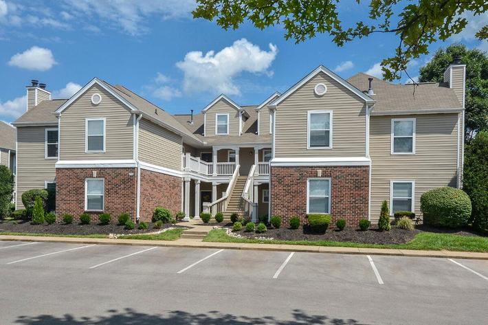 Fenwick Place Apartments in Louisville, KY - Exterior 35.jpg