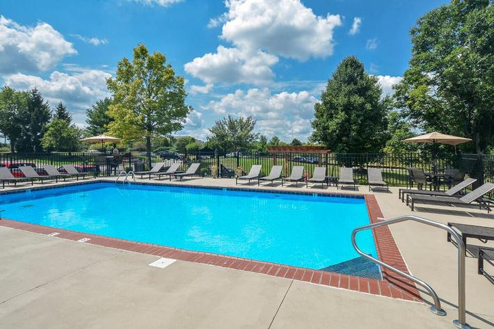 Fenwick Place Apartments in Louisville, KY - Swimming Pool 01.jpg