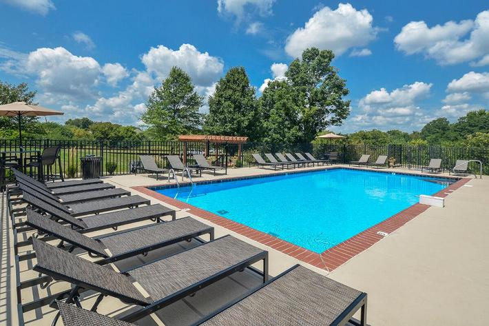 Fenwick Place Apartments in Louisville, KY - Swimming Pool 02.jpg