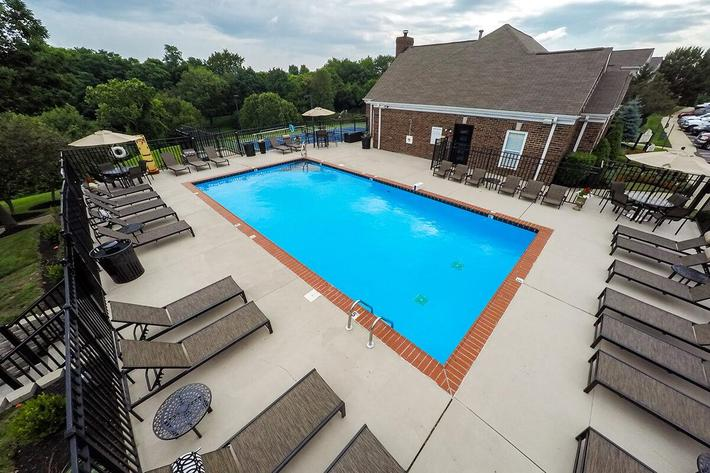 Fenwick Place Apartments in Louisville, KY - Swimming Pool 03.jpg