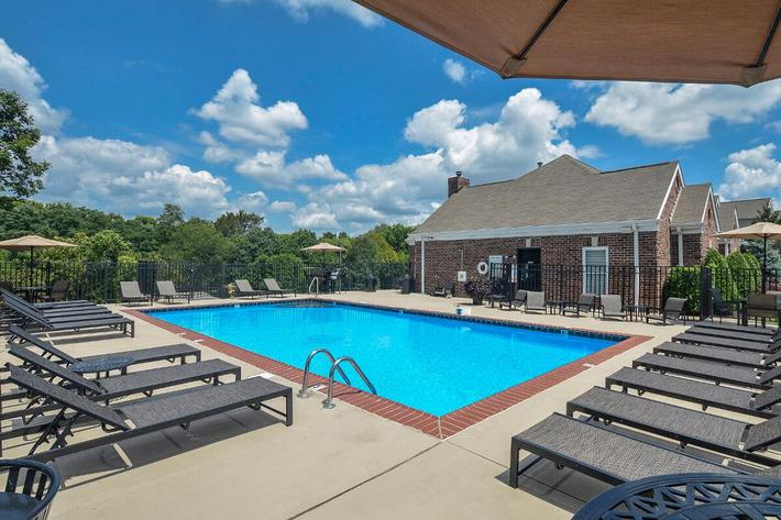 Fenwick Place Apartments in Louisville, KY - Swimming Pool 05.jpg