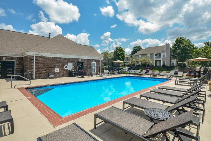 Fenwick Place Apartments in Louisville, KY - Swimming Pool 07.jpg