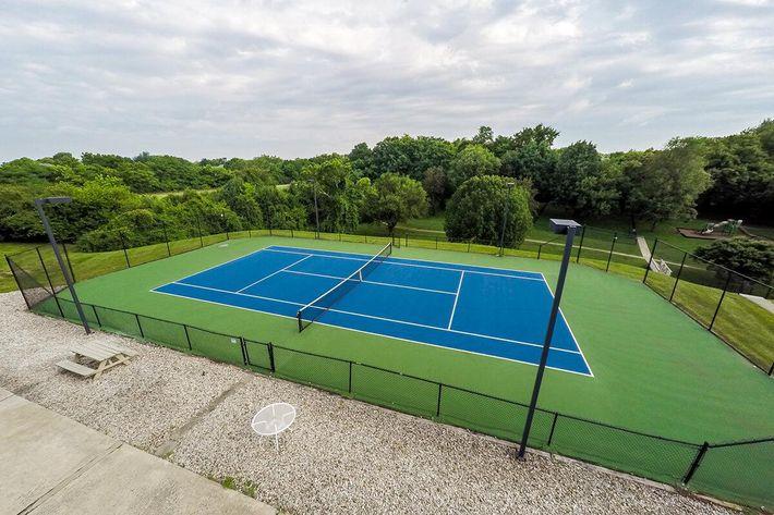 Fenwick Place Apartments in Louisville, KY - Tennis Court 01 (2).jpg