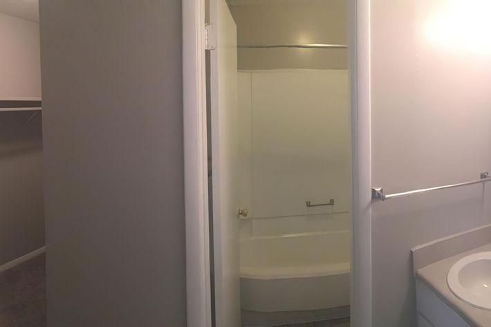 3br master bath-width-2400px.jpeg