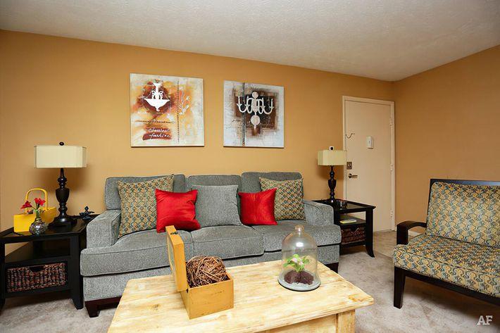 Model Living Room-width-2400px.jpg
