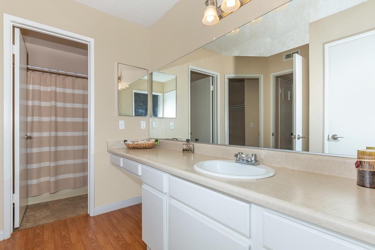 07a-Bathroom.jpg