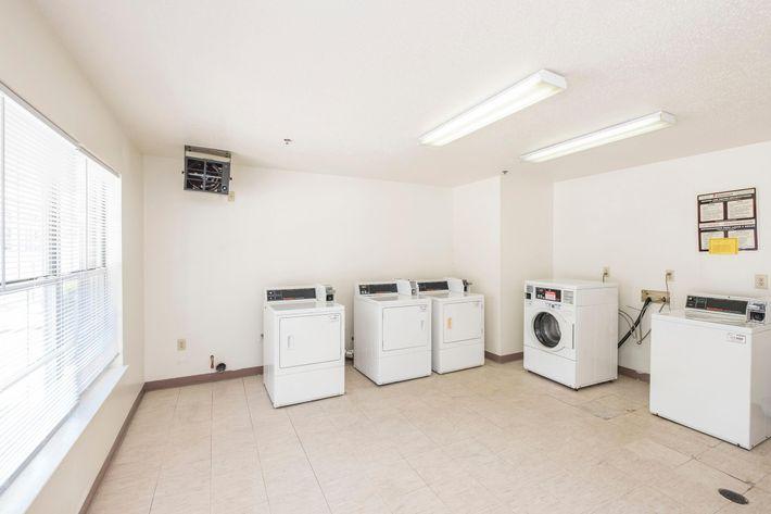 Randy Underhill - MattoxLanding_common-11_laundry.jpg