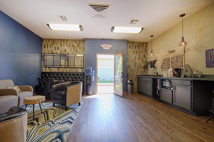 18-Leasing-lounge2.jpg
