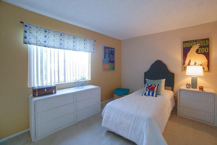 3x2 Guest Bedroom.jpg