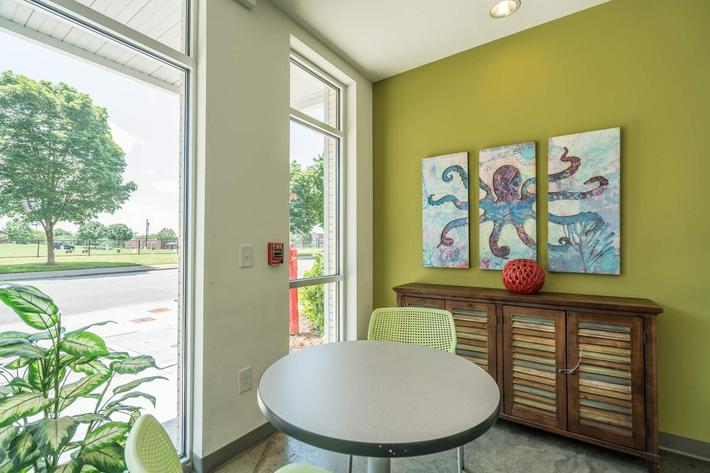 Common Area at 715 Woodland