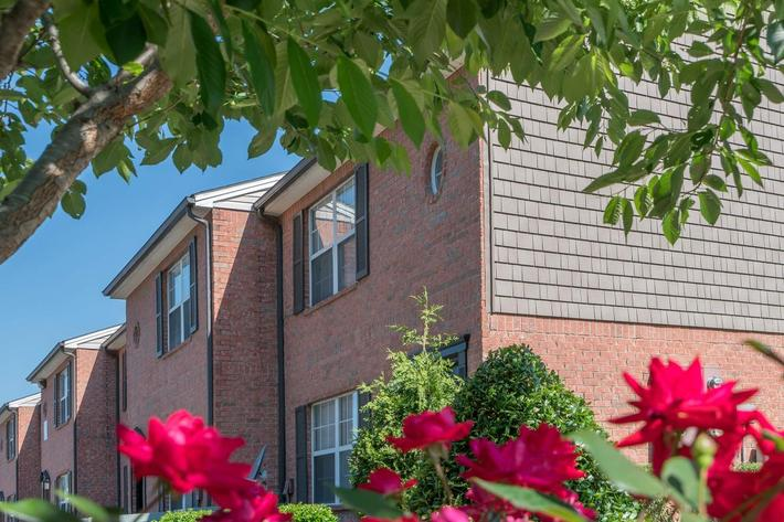 Red Brick Exterior at Willow Pointe in Antioch